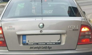 Taksista veseljak: Poruka na ovom automobilu mnoge je nasmijala